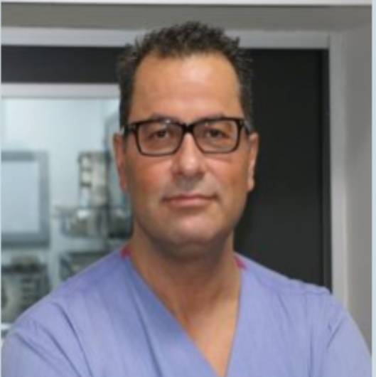 El cerrahisi Prof. Dr. Sırrı Sinan Bilgin